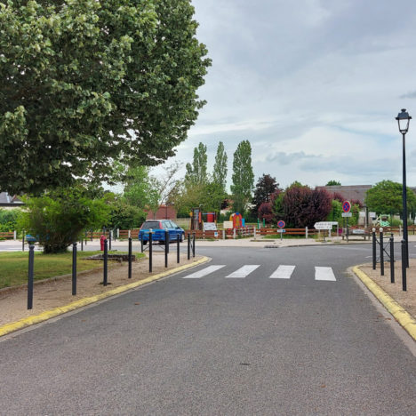 Place de la Mairie et Ecole Maternelle